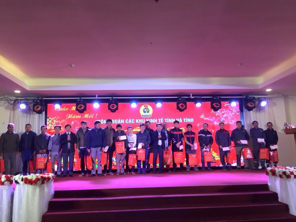 Gần 500 suất quà đến với đoàn viên, NLĐ Hà Tĩnh trong Chương trình Tết Sum vầy 2019 ngày 22/01/2019