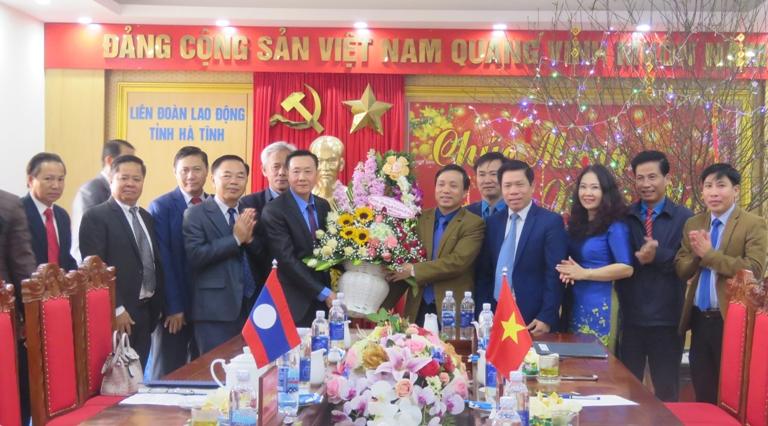 Liên hiệp Công đoàn tỉnh Bolykhămxay thăm và chúc tết Liên đoàn Lao động tỉnh Hà Tĩnh