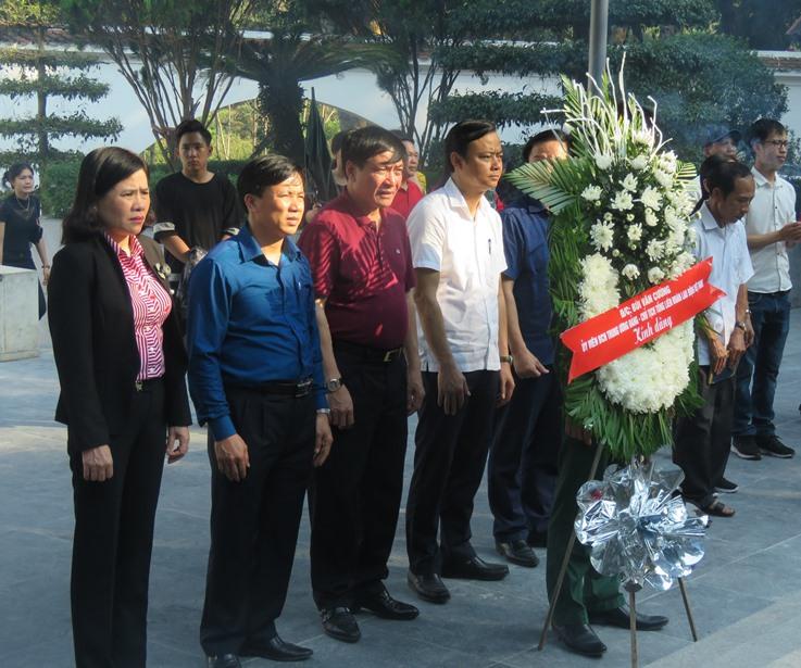 Chủ tịch Tổng LĐLĐ Việt Nam Bùi Văn Cường dâng hương tại Khu di tích Ngã ba Đồng Lộc