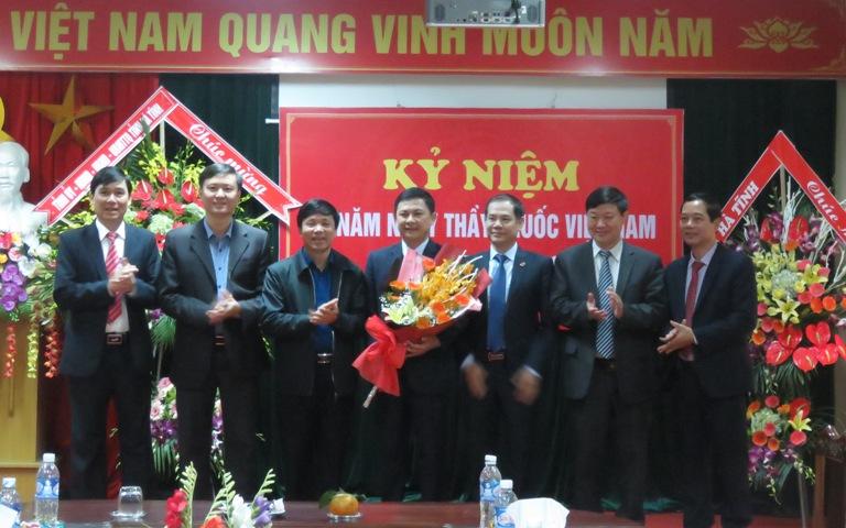 Lãnh đạo LĐLĐ tỉnh chúc mừng nhân Kỷ niệm 64 năm Ngày Thầy thuốc Việt Nam