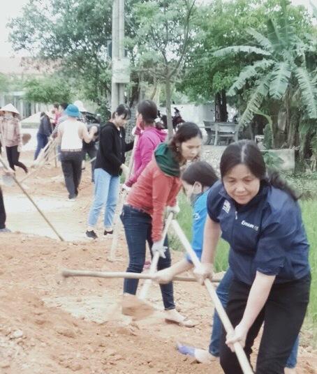LĐLĐ huyện Can Lộc: Đoàn viên sôi nổi tham gia xây dựng nông thôn mới