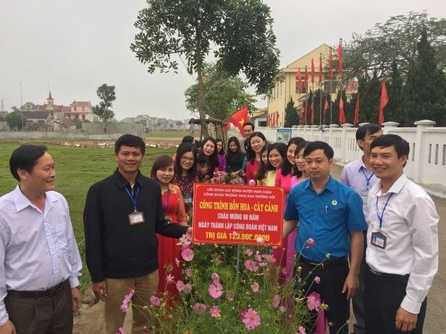 Nghi Xuân: Gắn biển công trình chào mừng Kỷ niệm 90 năm Ngày thành lập Công đoàn Việt Nam