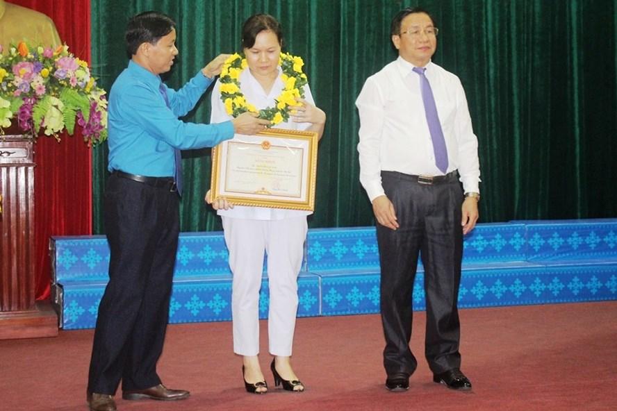 Chia sẻ xúc động của nữ công nhân được tôn vinh vì có sáng kiến