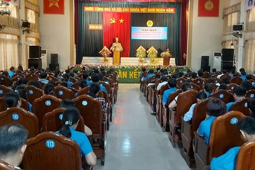 Liên đoàn Lao động huyện Can Lộc tôn vinh cán bộ công đoàn tiêu biểu