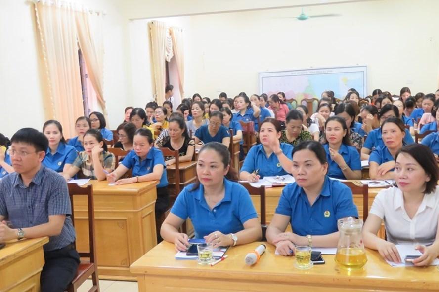 Liên đoàn Lao động Hà Tĩnh phối hợp tập huấn công tác nữ công