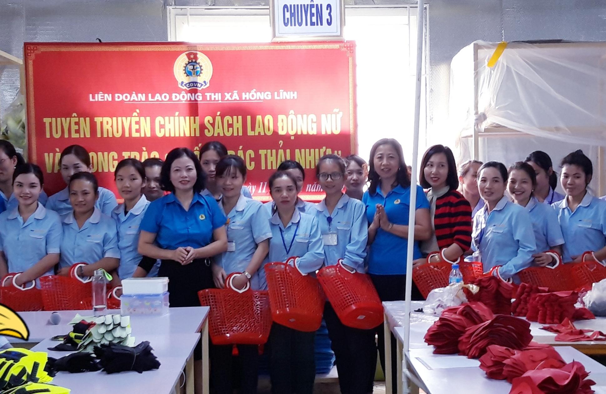"""Hồng Lĩnh: Tuyên truyền chính sách lao động nữ và phong trào """"Chống rác thải nhựa"""""""