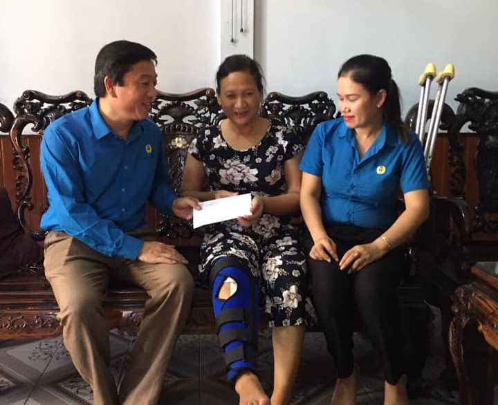 Hương Khê: Trao quà cho đoàn viên, CNVCLĐ nhân Ngày Gia đình Việt Nam