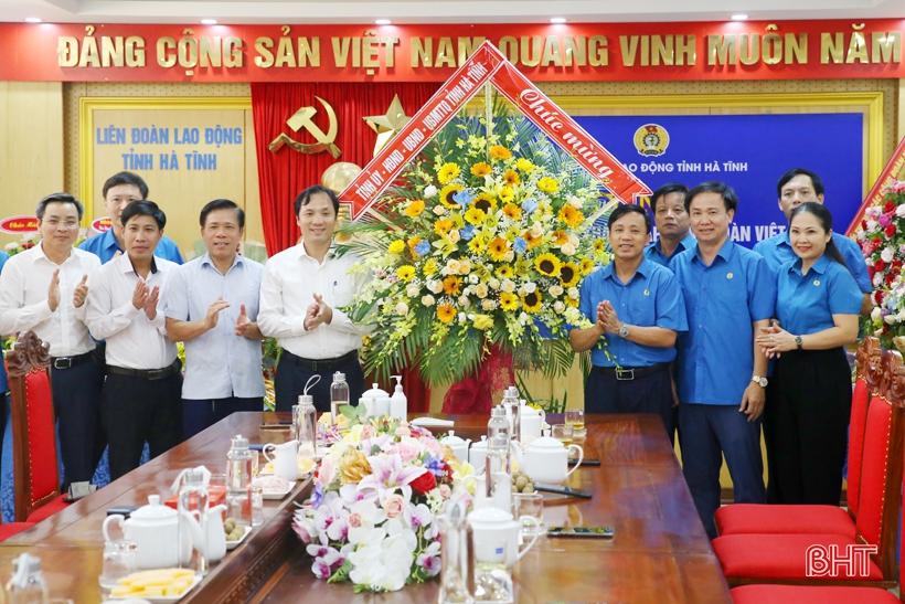 Lãnh đạo Hà Tĩnh chúc mừng Liên đoàn Lao động tỉnh nhân ngày truyền thống