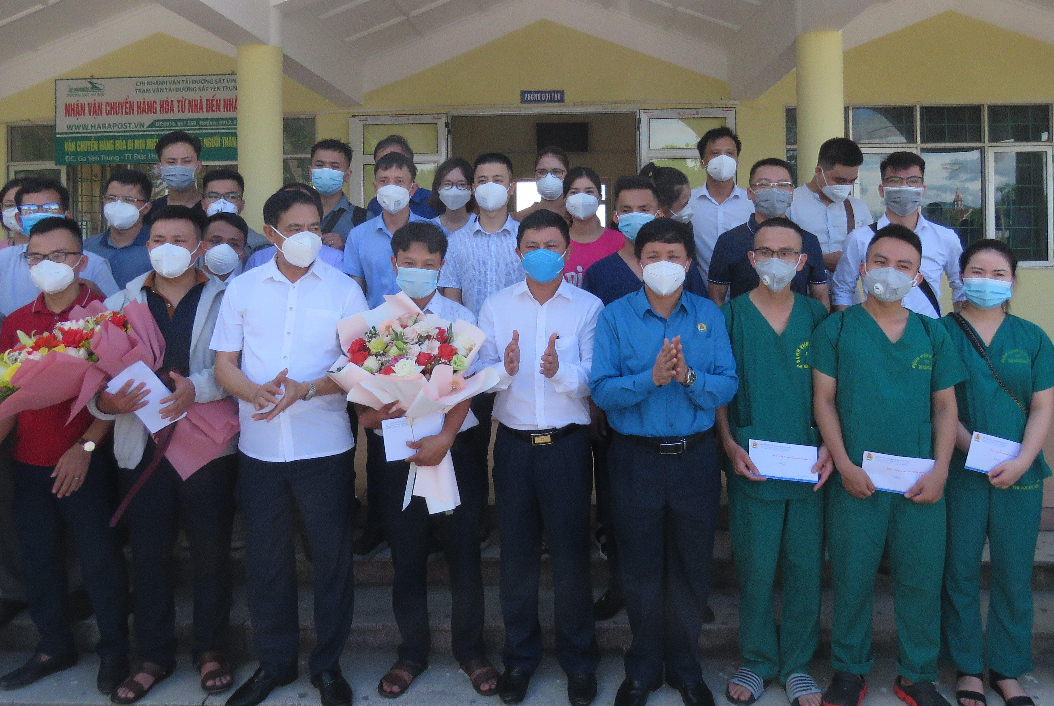 Lãnh đạo LĐLĐ tỉnh động viên, tiễn Đoàn công tác ngành Y tế vào hỗ trợ Bình Dương chống dịch