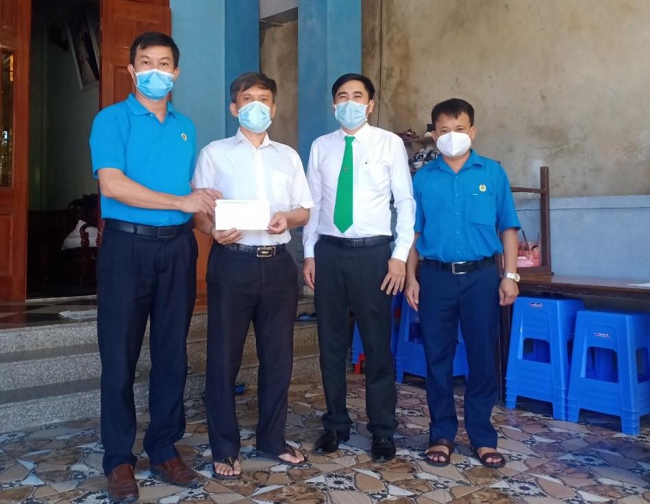 CĐN Giao thông: Tổ chức thăm hỏi, tặng quà nhân Ngày thành lập Công đoàn Việt Nam 28/7