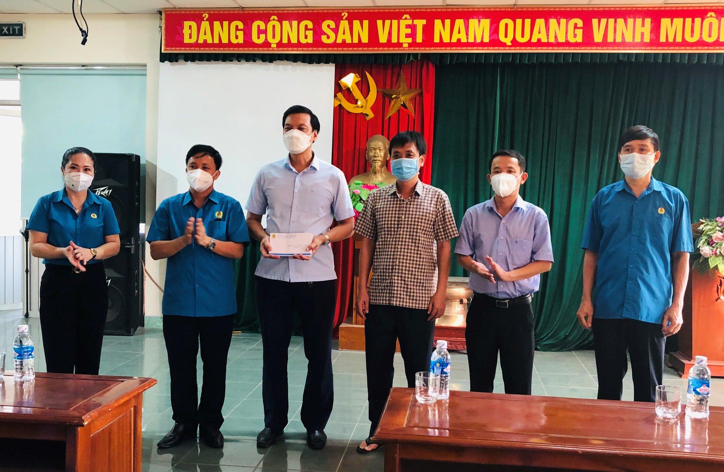 Công đoàn Hà Tĩnh đồng hành cùng doanh nghiệp, người lao động đảm bảo thực hiện mục tiêu kép