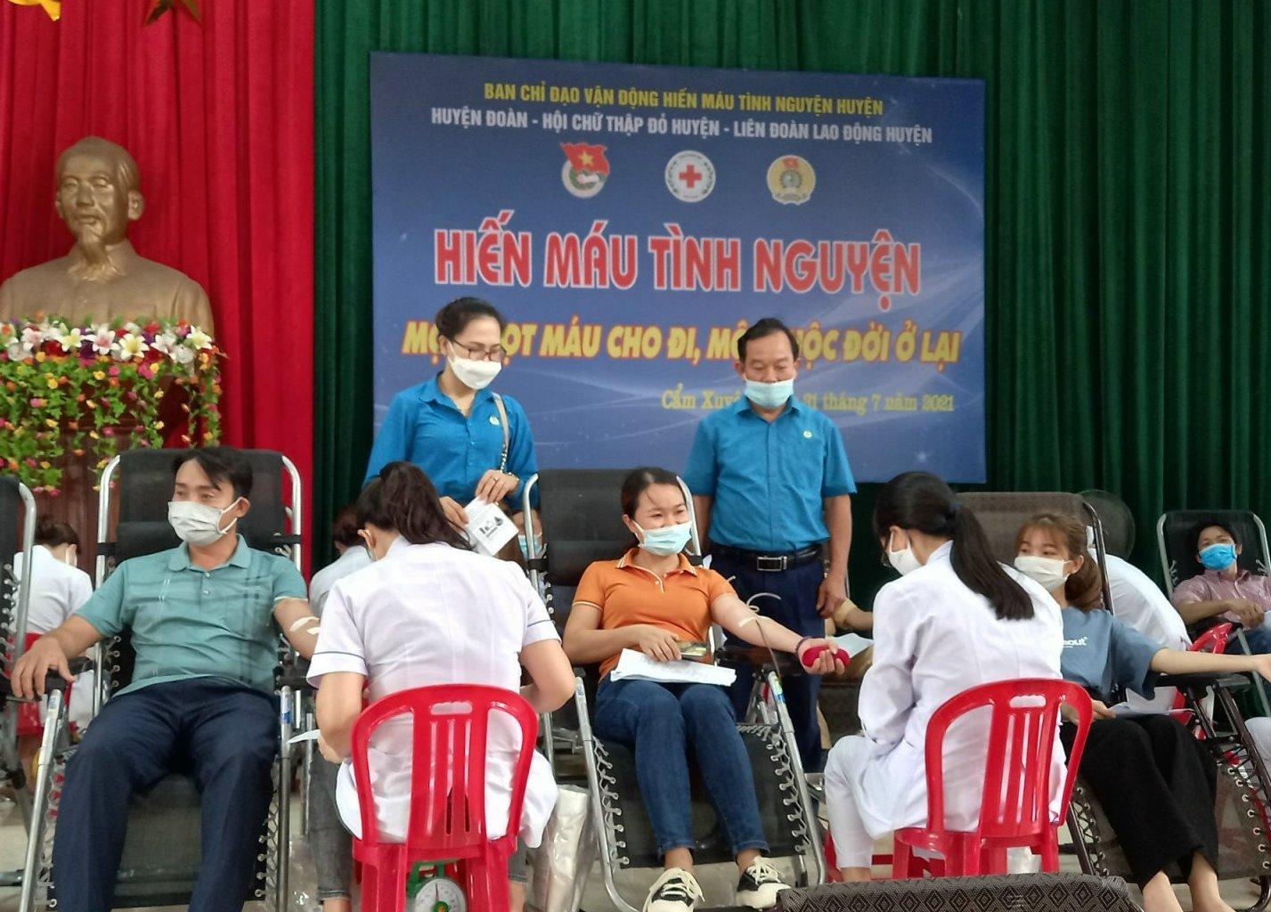 Cẩm Xuyên: Sôi nổi ngày hội hiến máu tình nguyện lần thứ nhất năm 2021