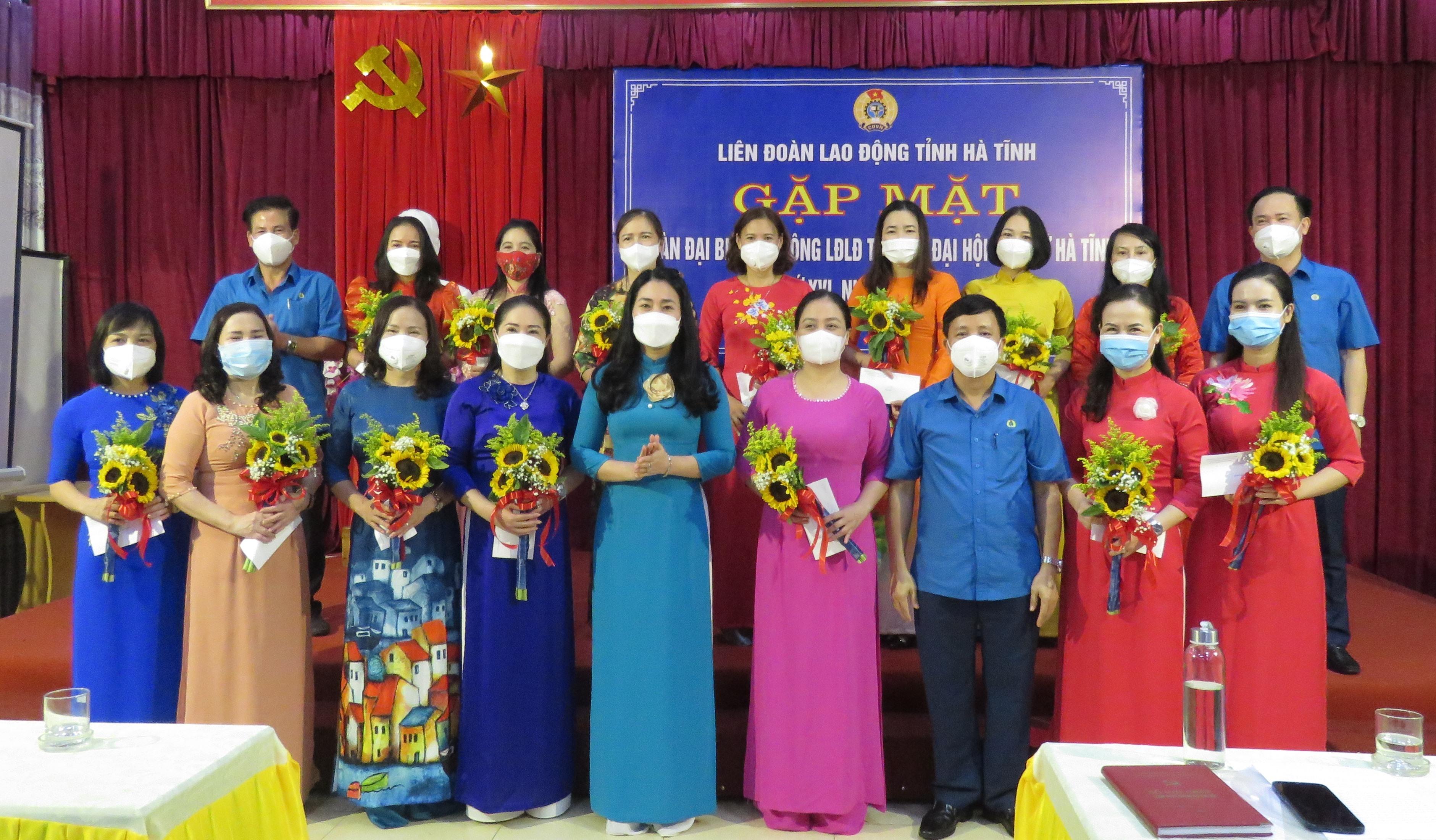 Gặp mặt Đoàn đại biểu Nữ công LĐLĐ tỉnh dự Đại hội Đại biểu Phụ nữ tỉnh lần thứ XVI, nhiệm kỳ 2021 - 2026