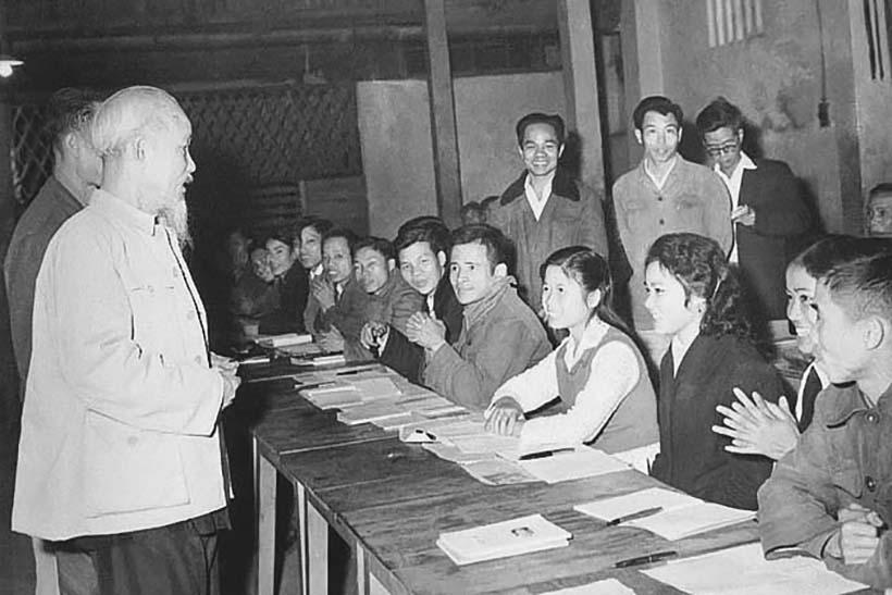 Hồ Chí Minh với tiêu chí cán bộ