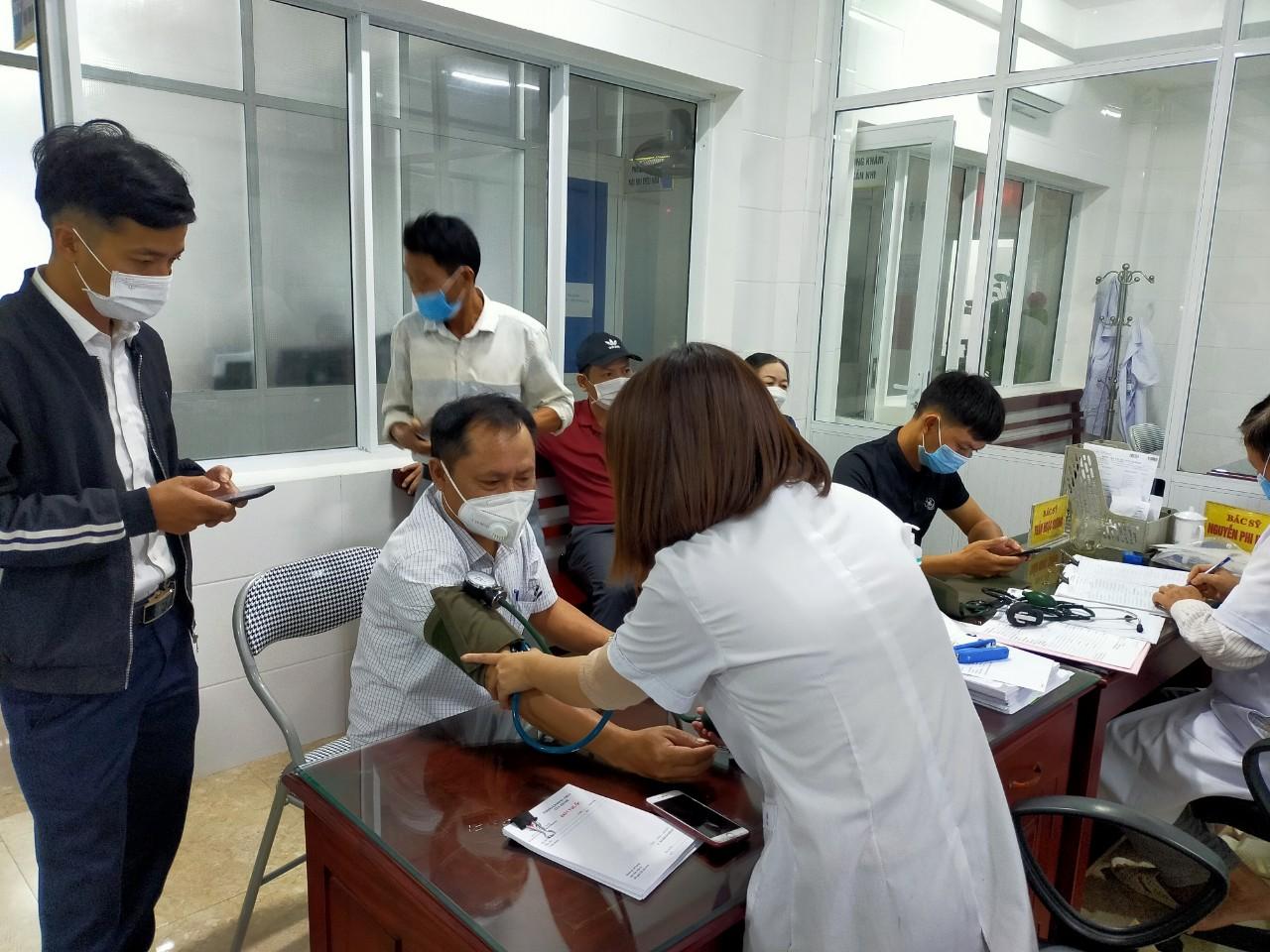 Công đoàn xã Hương Giang phối hợp tổ chức khám sức khỏe định kỳ cho đoàn viên và người lao động