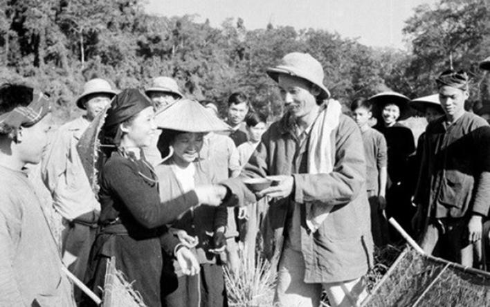 Chủ tịch Hồ Chí Minh - người vĩ đại từ những điều giản dị