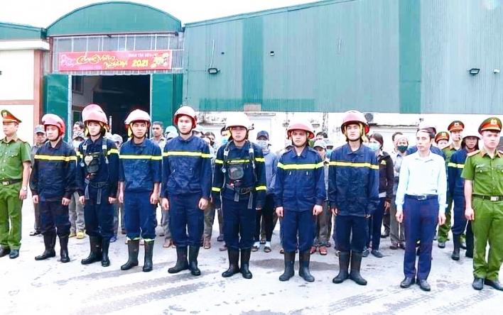 LĐLĐ huyện Cẩm Xuyên phối hợp tập huấn phòng chống cháy...