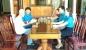 Hương Khê: Trao quà cho cán bộ công đoàn chuyên trách nghỉ hưu và đoàn viên bị bệnh hiểm nghèo